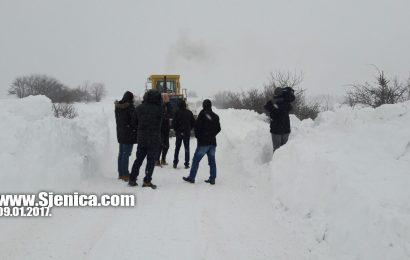 Probijanje do sugubina 09.01.2017. www.Sjenica.com