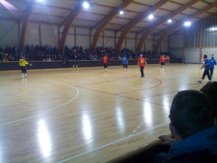Fudbalska utakmica tehnicka skola sjenica i gimnazija jezdimir lovic - decembar 2016.jpg