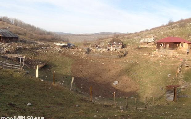 Jelici - Domacinstvo Jelica nalazi se na granici Srbije i Crne Gore - www.Sjenica.com.jpg