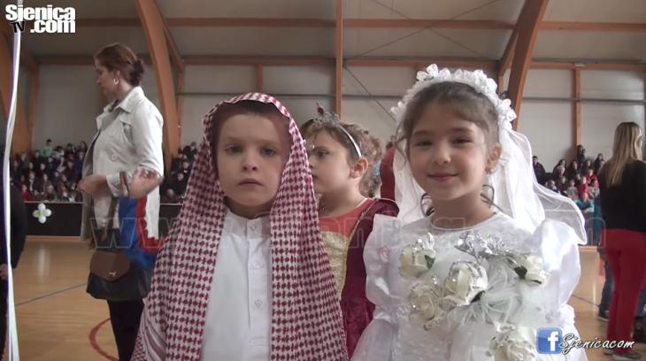 MASKENBAL U SJENICI - Jaka Porodica Sigurno Dete Video - Sjenica